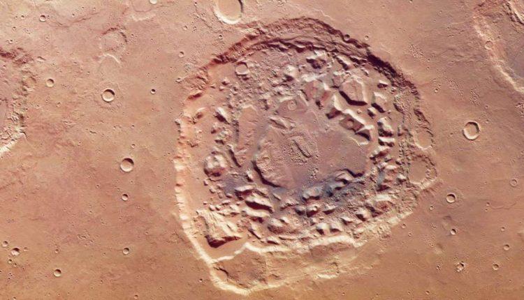 Imagen tomada el 1 de enero de 2018 por la sonda Mars Express del cráter marciano Ismenia Patera. ESA